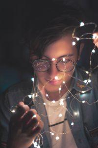 生命力の光と少年